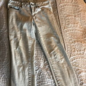 Gap White Always Skinny jeans w/ blue stitching 27